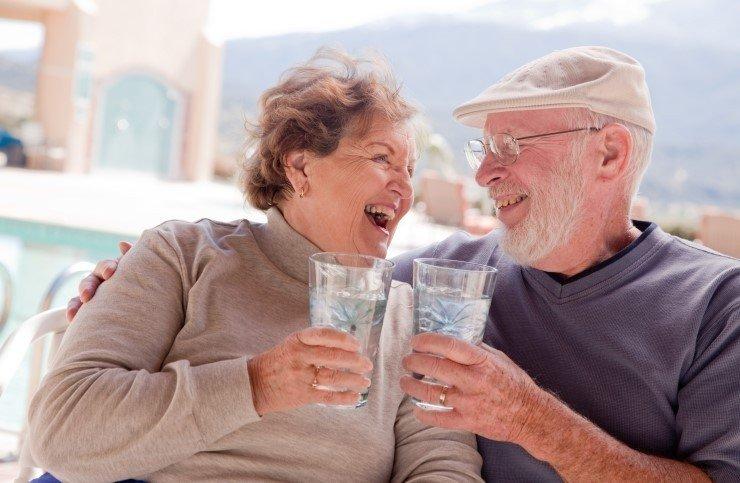 Những điều cần lưu ý về chứng mất nước ở người cao tuổi