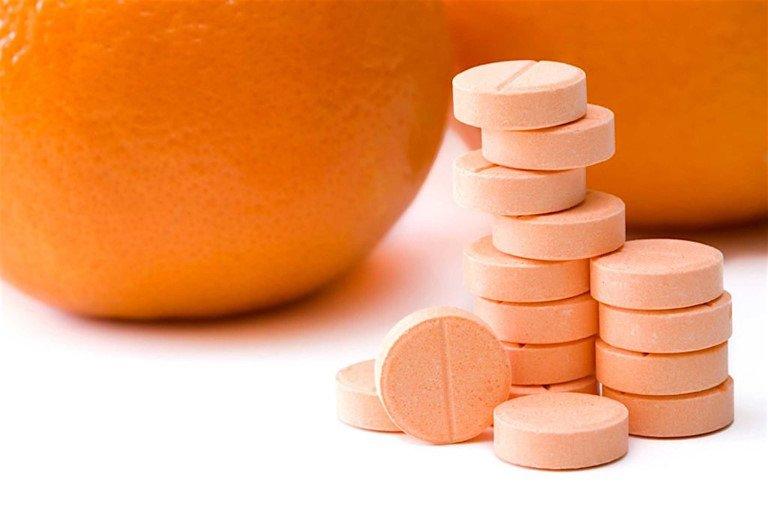 Sau khẩu trang, vitamin C được nhiều người đổ xô đi mua làm bùa hộ mệnh