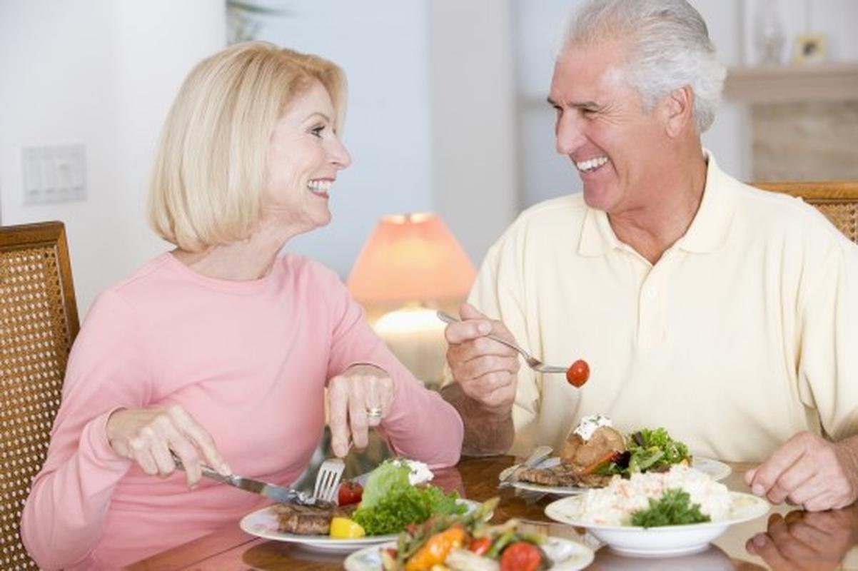 Những người độ tuổi 40 trở lên cần bổ sung vitamin gì?